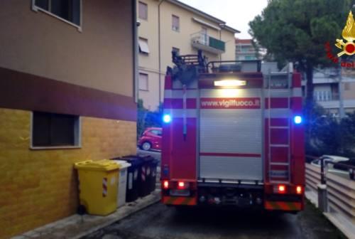 Ancona, incendio in appartamento: quattro persone in ospedale