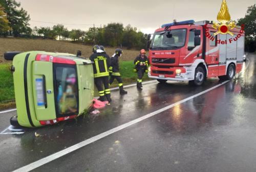 Osimo, si ribaltano in via Flaminia: due ferite