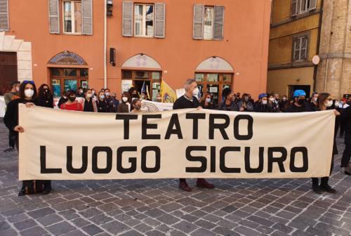 Nelle Marche il mondo dello spettacolo scende in piazza: «Fateci lavorare» – VIDEO