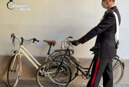Ruba due bici per compiere due furti: 18enne arrestato a Senigallia
