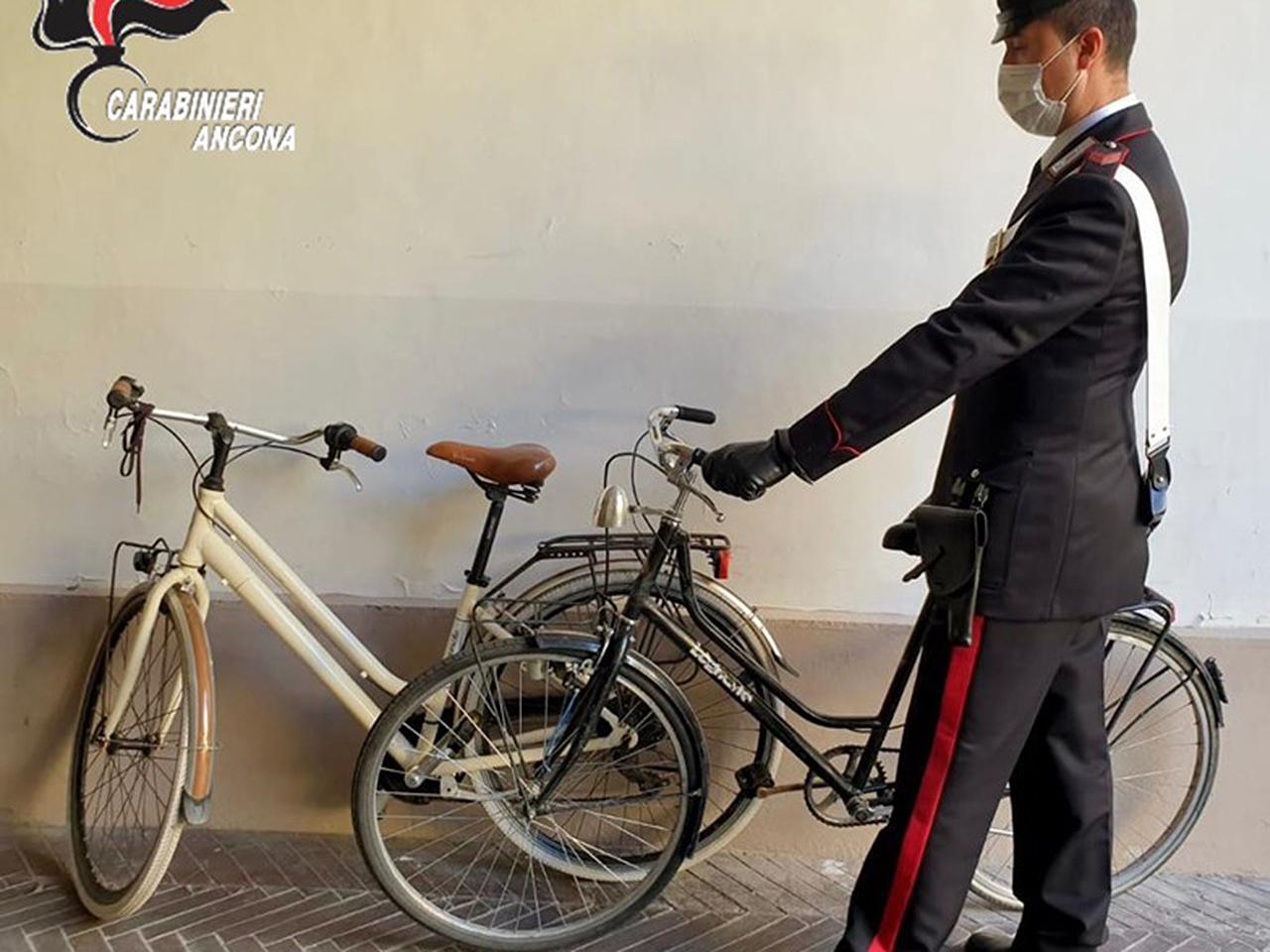 Le biciclette sequestrate al giovane arrestato a Senigallia