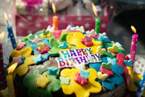 Compleanno, perché alcuni non amano festeggiarlo: l'analisi della psicologa