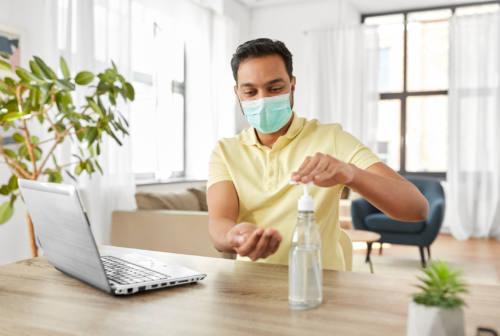 Casa, ospiti e quarantena: i consigli dell'infettivologo per lasciare il virus fuori dalla porta
