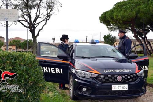 Senigallia, strattona i carabinieri per sfuggire al controllo: arrestato