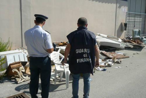 Scarti edili e tappeti sintetici di campi da calcio: scovate discariche abusive nell'Anconetano e nel Maceratese