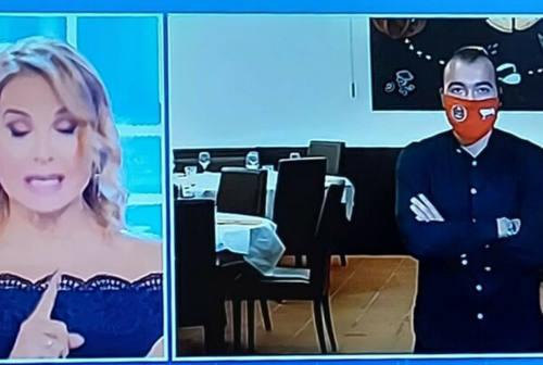 Umberto Carriera, il ristoratore disobbediente va dalla d'Urso e divide l'opinione