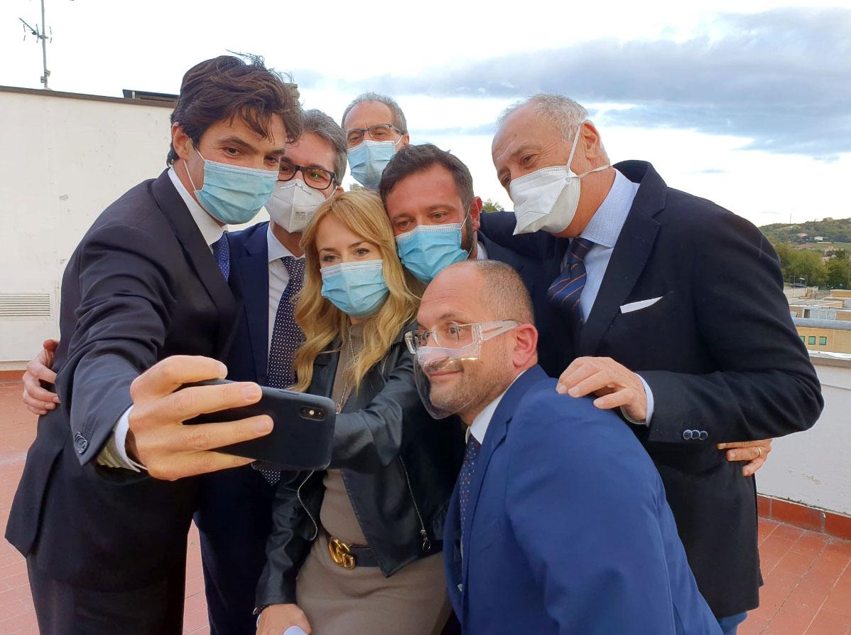 Il primo selfie della giunta della Regione Marche guidata da Acquaroli
