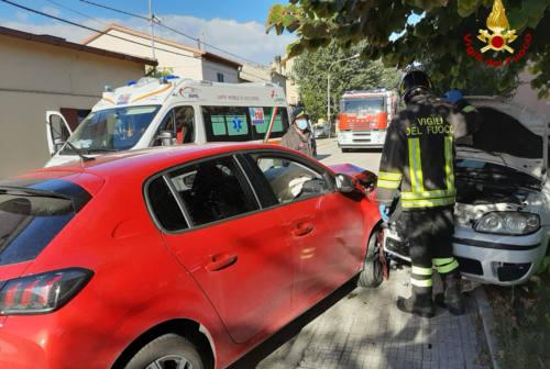 Montemarciano: frontale tra due auto, ferito un anziano rimasto incastrato nelle lamiere