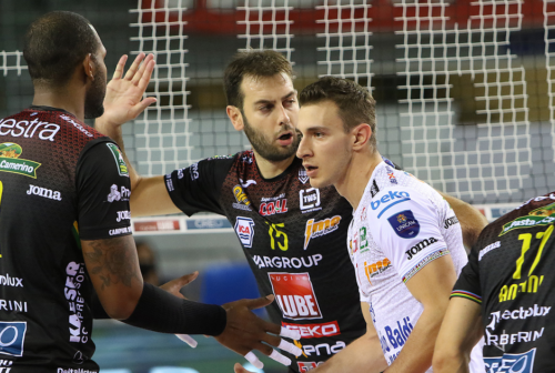 Volley, la Cucine Lube vince solo al tiebreak contro Ravenna