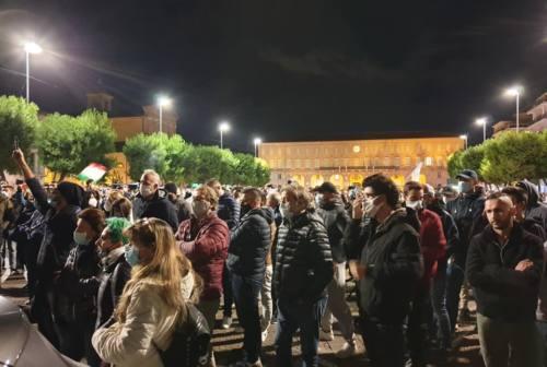 Civitanova scende in piazza contro il Dpcm: «Abbiamo il diritto di lavorare»