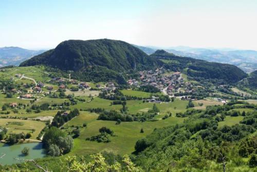 Distacco di Montecopiolo e Sassofeltrio dalle Marche, Acquaroli scrive alla Casellati: «Percorso desueto»