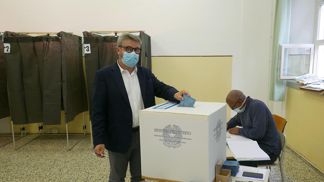 Massimo Olivetti inserisce la scheda
