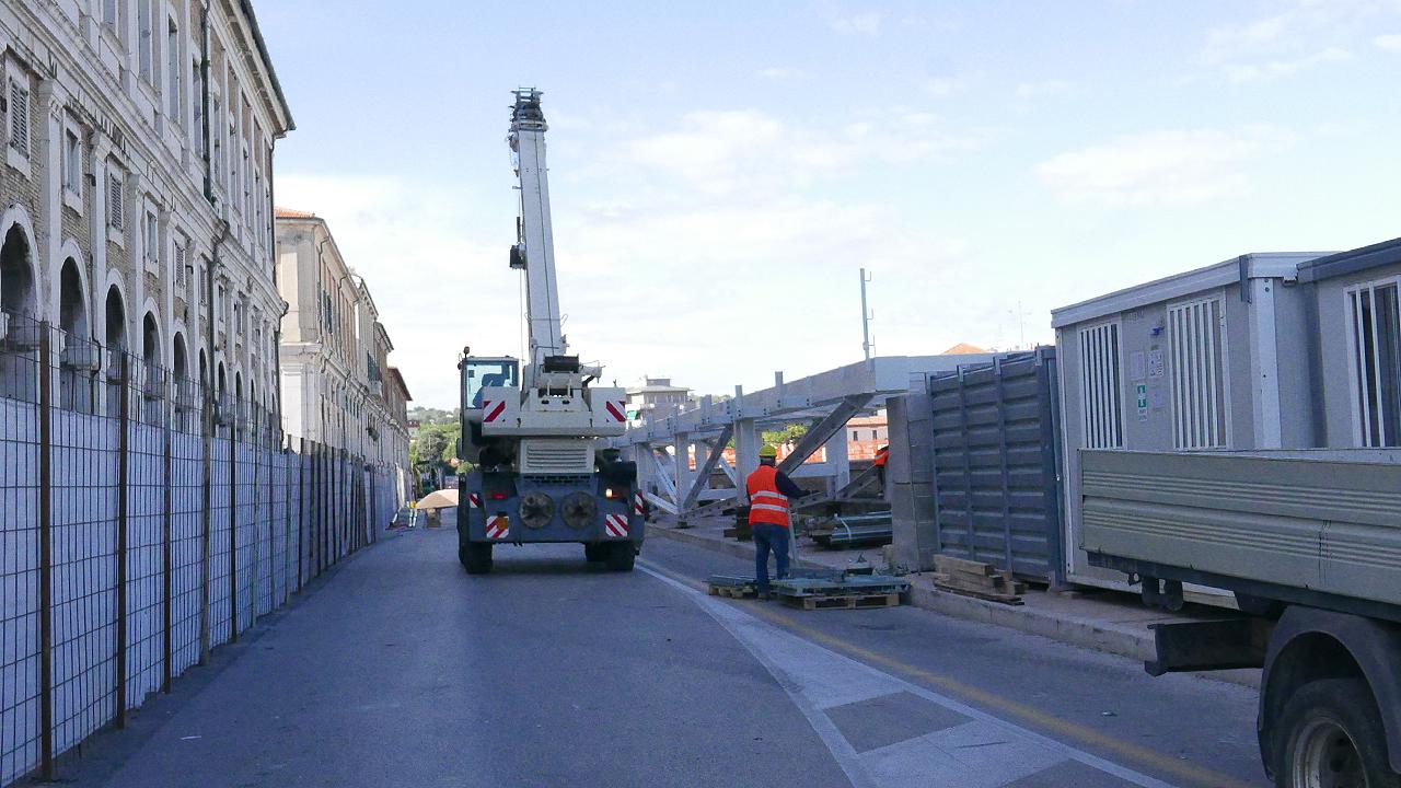 Il cantiere dei lavori su ponte II Giugno a Senigallia