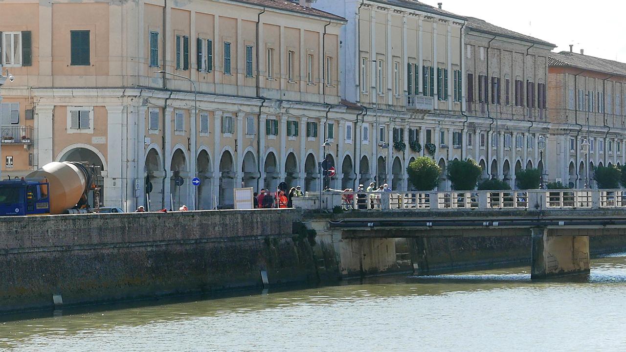 L'area del cantiere su ponte II Giugno in via Portici Ercolani, a Senigallia