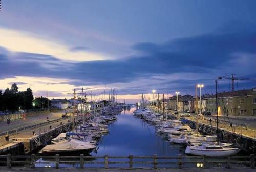 Pesaro, rubarono motori di barche al porto: due denunce