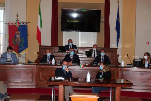 Primo consiglio comunale a Senigallia: Olivetti giura. Bello è presidente, Angeletti vice