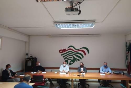 Poste, sindacati verso la vertenza: uffici da riaprire, code e poco personale