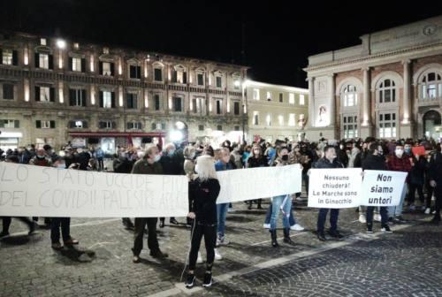 Covid, la Regione Marche prepara la ripartenza con un bando da 1,3 milioni. Carloni: «Gettiamo le basi per una nuova crescita»