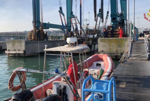 Vongolara imbarca acqua in mare aperto. Intervengono i Vigili del Fuoco