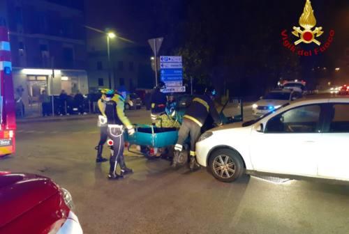 Jesi, scontro in viale don Minzoni: si ribalta un motocarro, ferito il conducente
