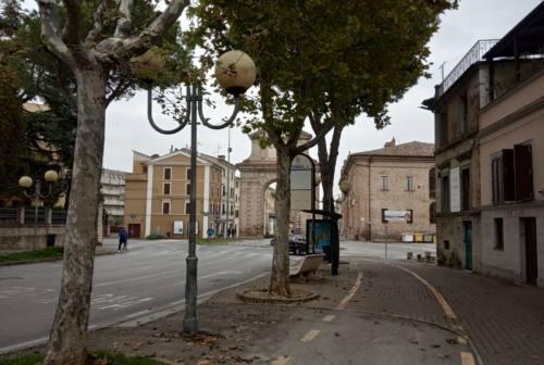 Accoltellamento all'Arco Clementino: derubricato il reato da tentato omicidio a lesioni, il 19enne esce dal carcere