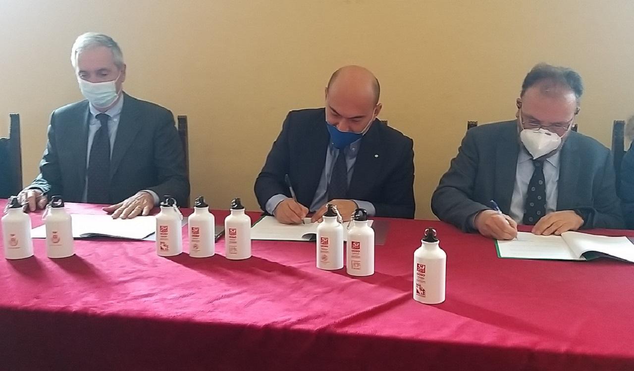 Da sinistra: Massimo Principi (Aato3), il sindaco Simone Pugnaloni e Fabio Marchetti di Astea