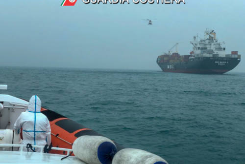 Malore a bordo, 57enne marittimo in gravi condizioni a Torrette