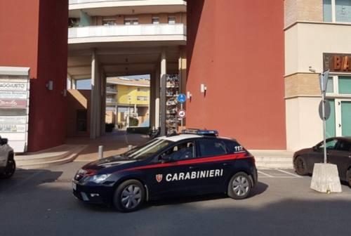 Senigallia, minaccia le guardie giurate con un coltello: denunciato