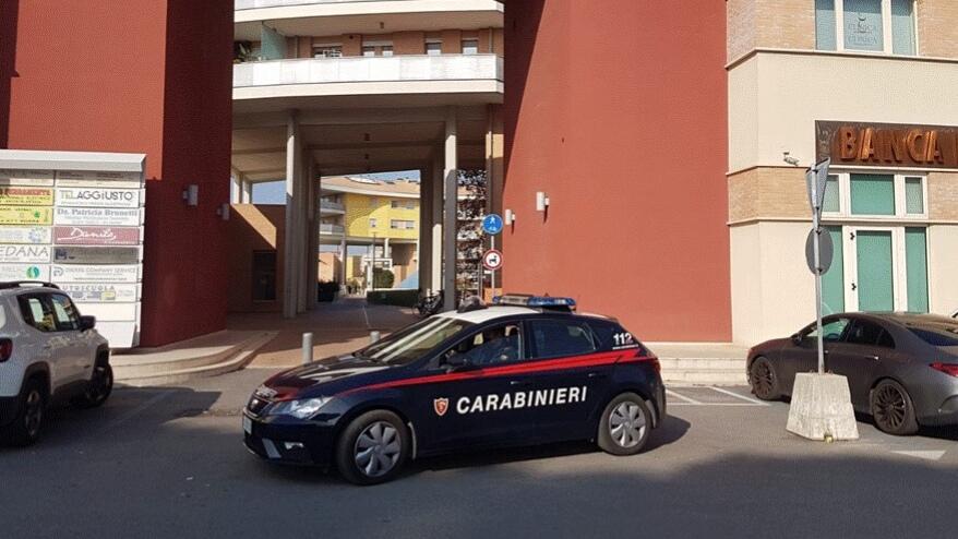 I carabinieri di Senigallia sul luogo delle minacce alle due guardie giurate