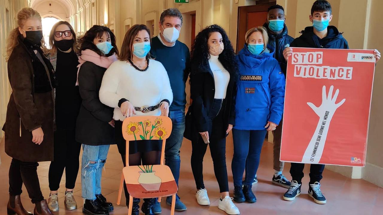 Il progetto grafico dei giovani di Fano contro la violenza sulle donne