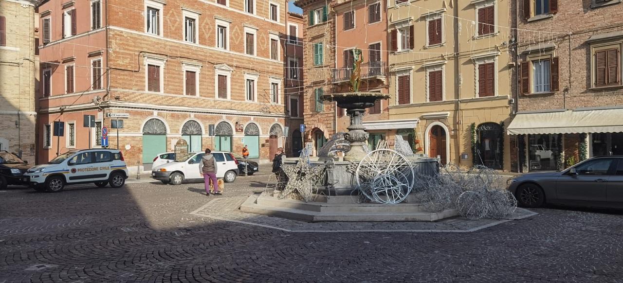 Le luminarie in centro a Osimo