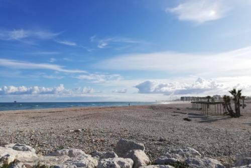 Civitanova Marche: sesso in spiaggia, coppia condannata