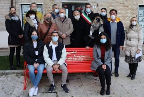 Violenza sulle donne, anche Castelfidardo ha la sua panchina rossa