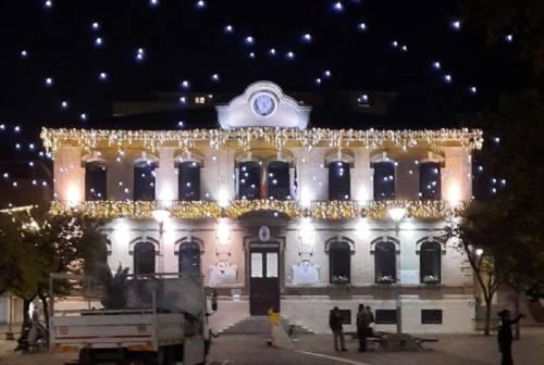 Cielo stellato, luminarie suggestive e abeti. Il 28 novembre a Falconara si accende il Natale