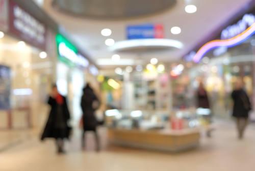 Fermo e Porto Sant'Elpidio, nei centri commerciali negozi aperti nel weekend: scattano le multe