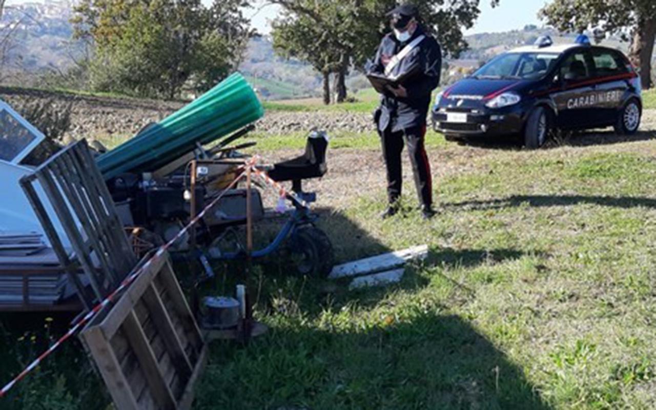 I controlli da parte dei Carabinieri sui rifiuti abbandonati a Ostra Vetere