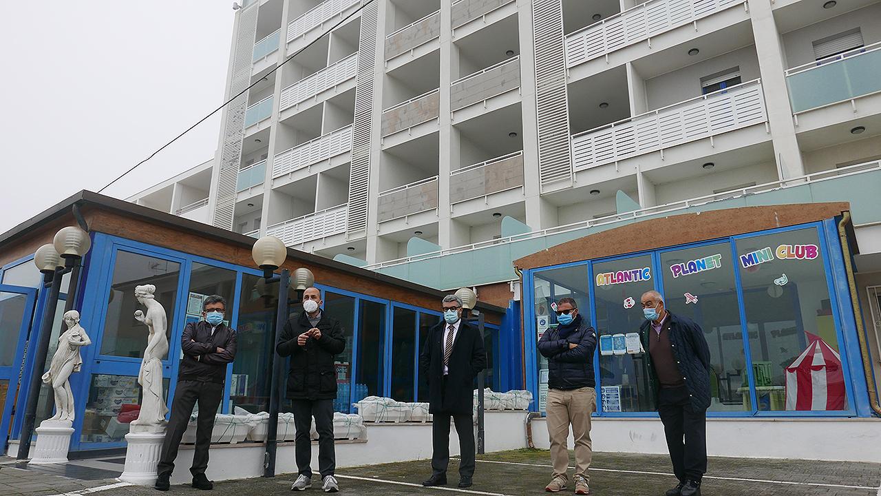 La presentazione del progetto Covid hotel a Senigallia: da sinistra Pagliariccio, Bomprezzi, Olivetti, Canafoglia e Marchetti