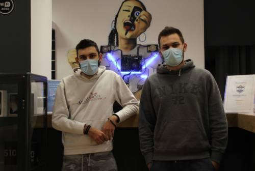 Computer rigenerati gratis alle famiglie bisognose: a Chiaravalle la generosa idea di Dimitri e Nicolò