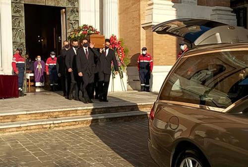 Jesi, l'addio a Gennaro Pieralisi. Il vescovo: «Ha donato tanto agli altri»