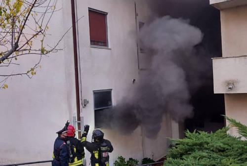 Incendio a Trecastelli, due palazzine evacuate
