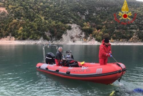 Dramma a Fiastra: 51enne trovato morto nelle acque del lago