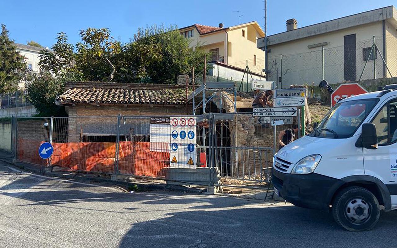 I lavori di manutenzione straordinaria alle antiche fonti e al lavatoio comunale a Serra de' Conti
