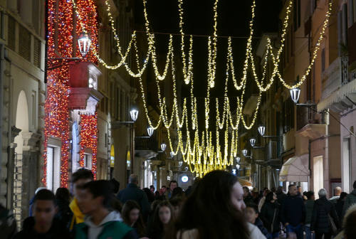 Luminarie natalizie 2020, la giunta di Senigallia chiede aiuto ai commercianti