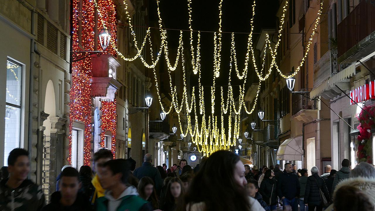 Luminarie natalizie, lo spettacolo di luci di natale lungo corso II Giugno a Senigallia (2019)