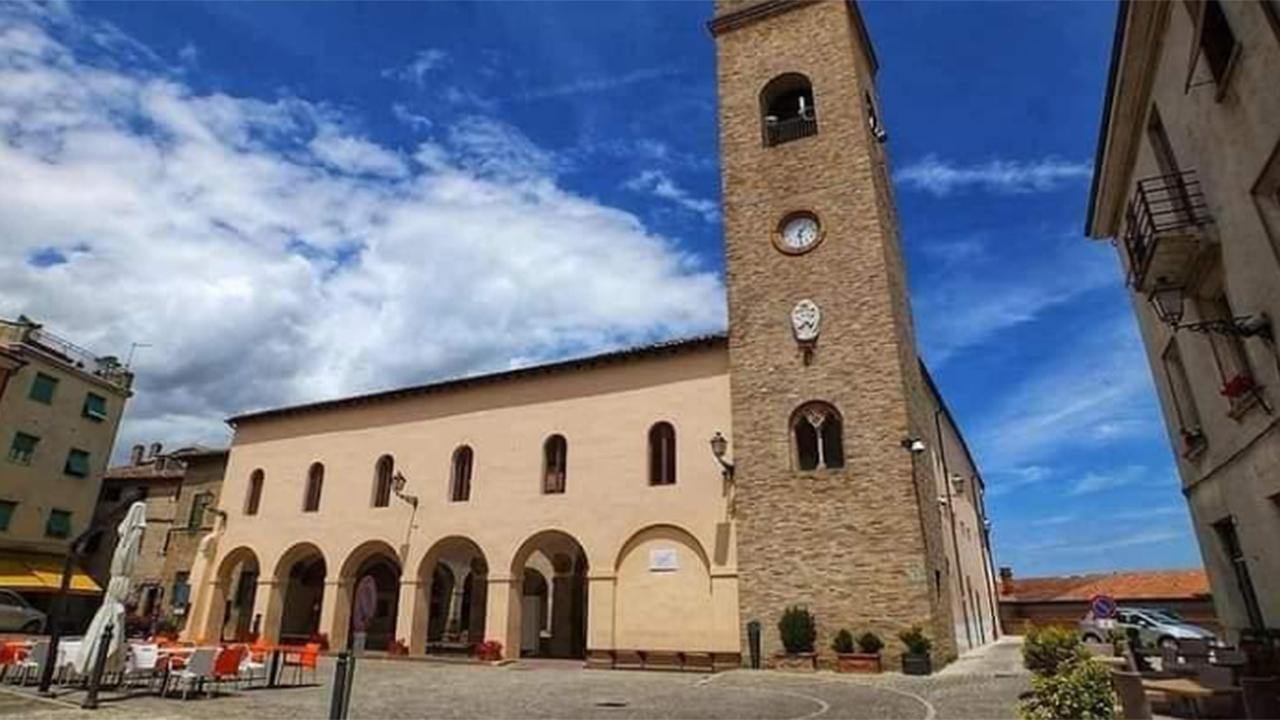 Il complesso monumentale di san Francesco al Mercatale, in piazza della Libertà a Ostra Vetere
