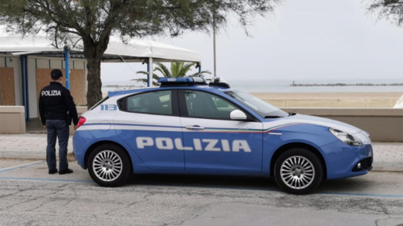 La Polizia di Senigallia sul luogo dell'aggressione sul lungomare Mameli