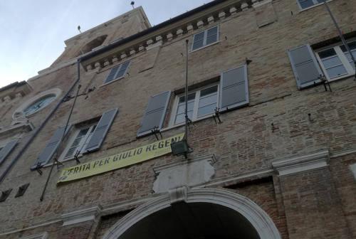 Senigallia, raccolta firme per far riposizionare sul municipio lo striscione su Giulio Regeni