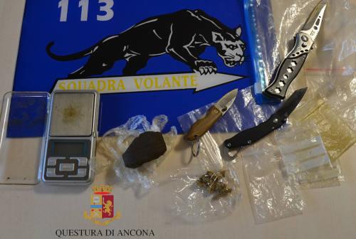 Via vai sospetto, scatta il controllo: sequestrati in casa gli stupefacenti