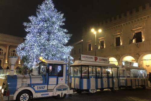 Pesaro, il trenino di Natale per il percorso dello shopping