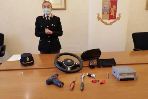 Pesaro, cinque furti di volanti di Bmw in una notte: arrestati due giovani